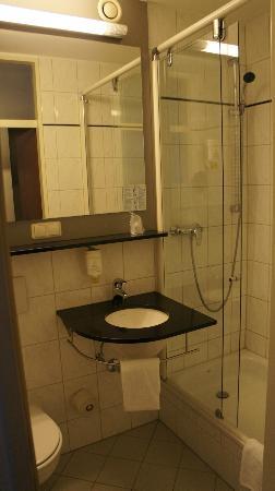 GHOTEL hotel & living Munchen-Nymphenburg : Bathroom