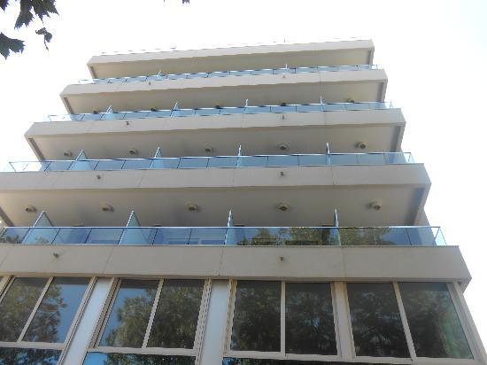 Hotel Cristallo : facciata hotel