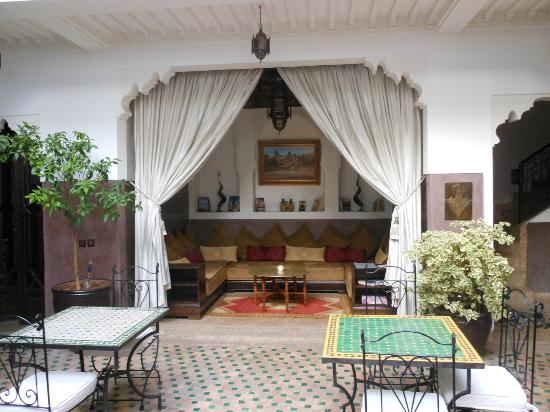 ‪‪Riad Dar Sheba‬: The downstairs area