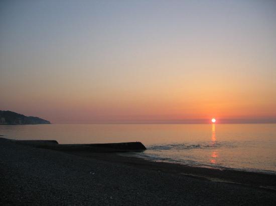 Manoir de Graincourt : le soleil se couche sur la mer ; spectacle assuré tous les soirs
