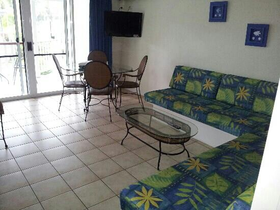BEST WESTERN Mango House Resort: lounge room of pool side apartment