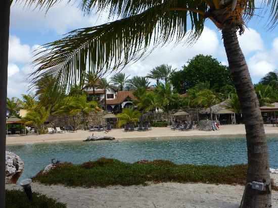Baoase Culinary Beach Restaurant: vue du resort depuis la petite ile