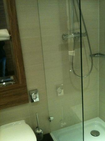 H4 Hotel Lubeck City Centre: la doccia