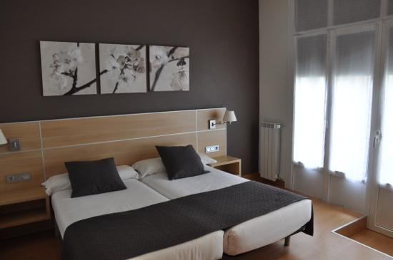 Pension Kursaal: Our room - comfortable, with a balcony onto an extenal courtyard, no street noise!