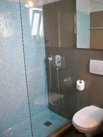 Ammos Hotel: shower