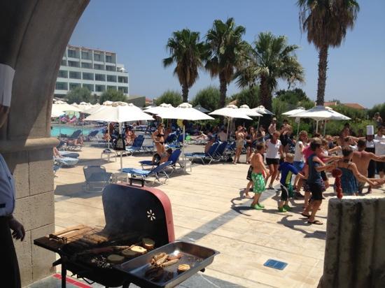Grecotel Rhodos Royal: barbeque at the main pool