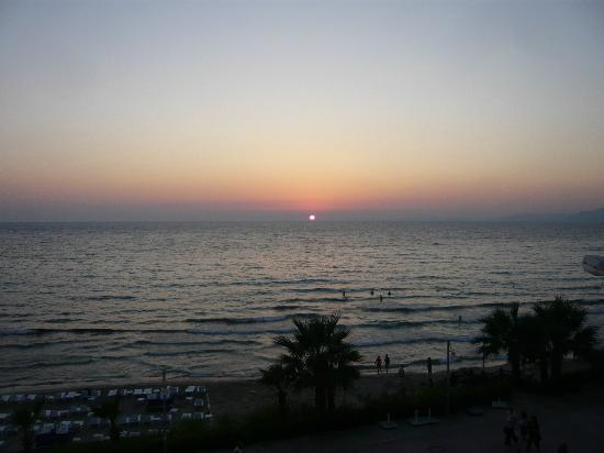 Ladies Beach Hotel: Sunset in kusadasi