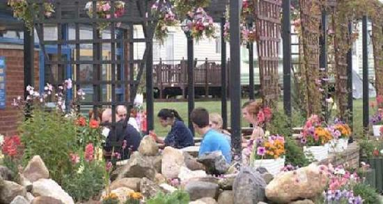 Barmston Beach Holiday Park - Park Resorts: Our Beer Garden