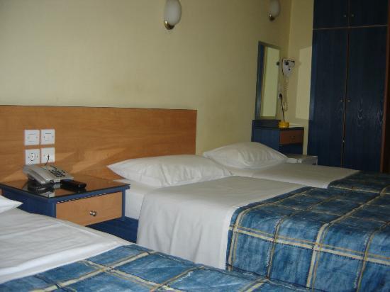 Hotel El Greco: TRIPLE BED ROOM