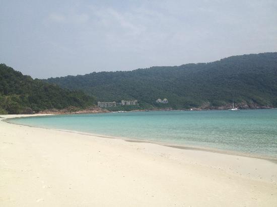 Coral Redang Island Resort: Spiaggia dell'hotel