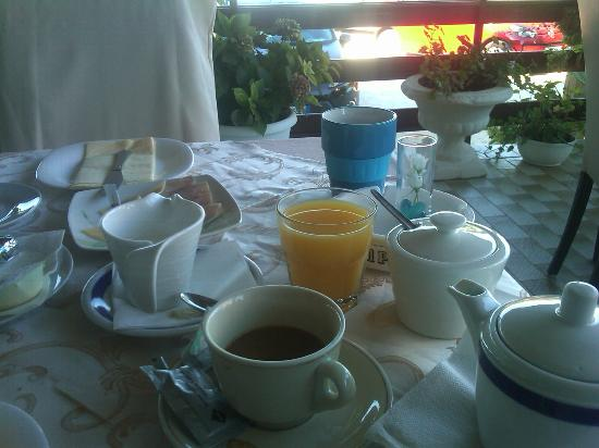 Villa Anton : An unexpectedly good breakfast on the deck