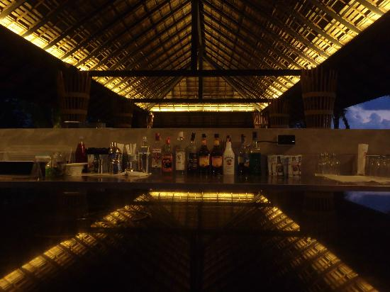 Beyond Resort Khaolak: Beach bar