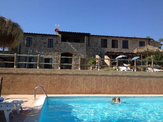 Casa Vacanze Serraiola Alta: fantastica pisicina mai affollata