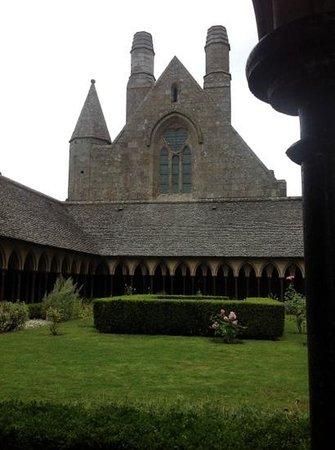 St. Maclou's Church: Claustro de la Abadía