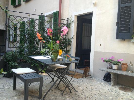 Guesthouse Castagnola: Courtyard
