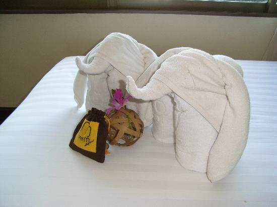 Hotel M Chiang Mai: かわいい!ベッドの上にタオルで作った象が!