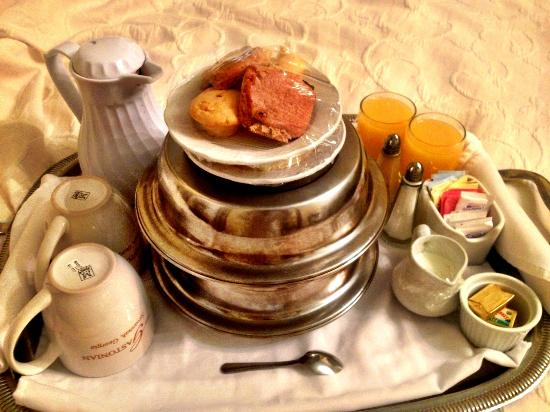 Gastonian: Breakfast in Bed