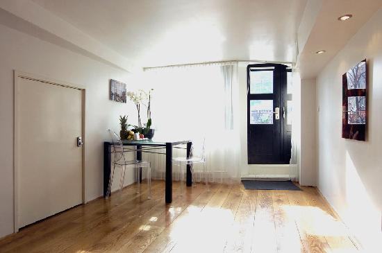 Amsterdam Boutique Apartments: entrance private design suite