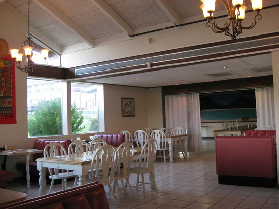El Tequila Mexican Restaurant: Dining Area & Divider for Group Get Togethers