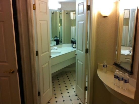 La Quinta Inn & Suites Jacksonville Butler Blvd: Bathroom
