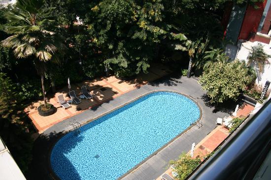 Le Meridien Bangalore: LE MERIDIEN pool