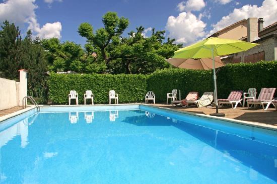 Hotel les Marronniers : piscine