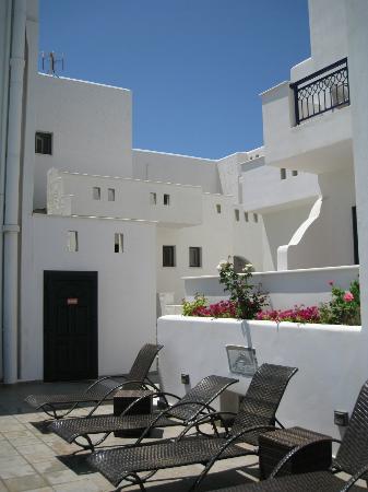 Liana Hotel: inside courtyard