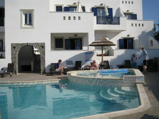 Liana Hotel: the pool