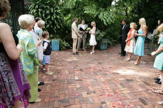 The Gardens Hotel: ceremony