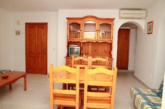 Apartamentos Los Arcos: comedor estudio