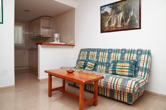 Apartamentos Los Arcos: cocina apartamento gran. dos dormitorios