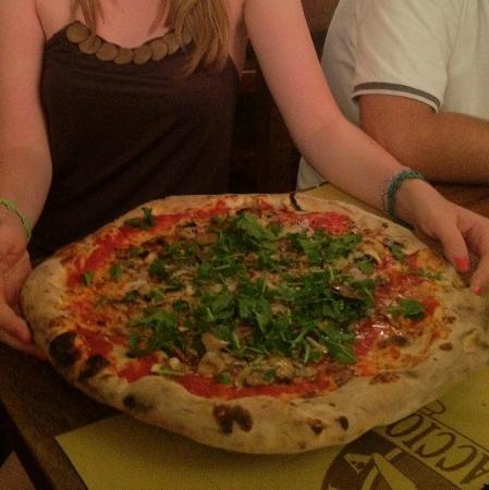 """Ristorante Pizzeria Il Cappellaccio: Pizza """"Rossa al Tartufo"""""""