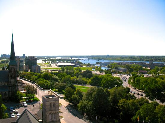 The National Hotel and Suites Ottawa: La vue de notre balcon
