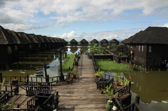 Myanmar Treasure Inle Lake: To the right are the Deluxe Lake front chalets