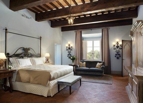 Castello di Casole Private Estate & Spa: Suite Magnifica