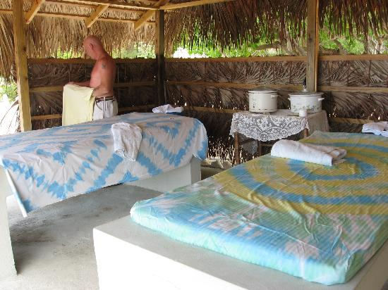 Jackie's on the Reef: Couples Massage hut by the sea