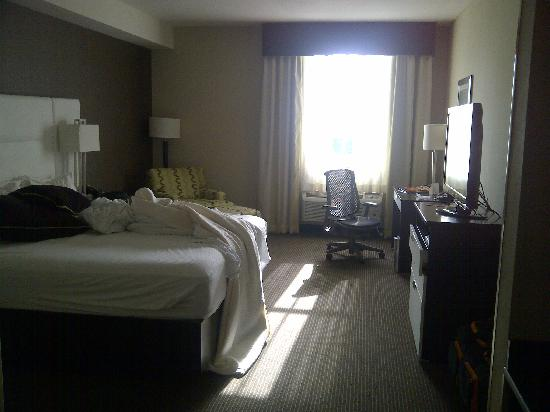 BEST WESTERN PREMIER Miami International Airport Hotel & Suites : View of the room from the bathroom door