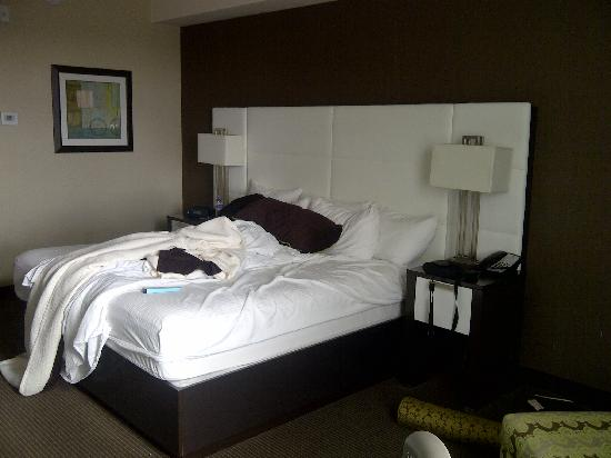 BEST WESTERN PREMIER Miami International Airport Hotel & Suites: View of the bed from the window