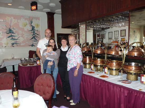 Haandi : photo de famille prise avec gentillesse par le serveur