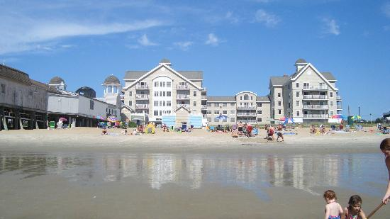 Grand Victorian: Hotel viewed from the beach