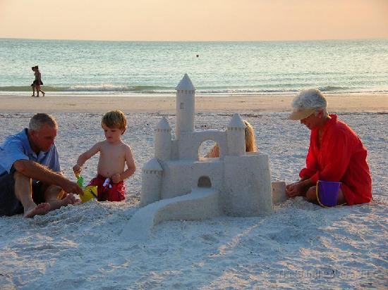 The Sand Lovers: Great Family Activity