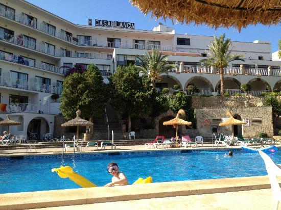 Hotel casablanca pool picture of hotel y apartamentos casablanca santa ponsa tripadvisor - Tripadvisor apartamentos ...