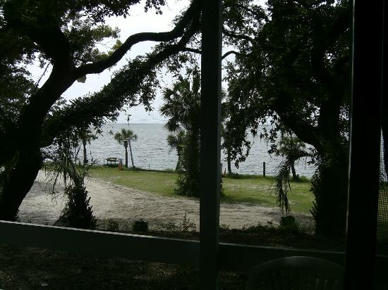 Sportsman's Lodge Motel & Marina: View of Apalachicola Bay from our room