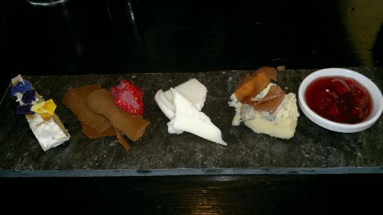 Hanne pa Hoyden : Cheese board