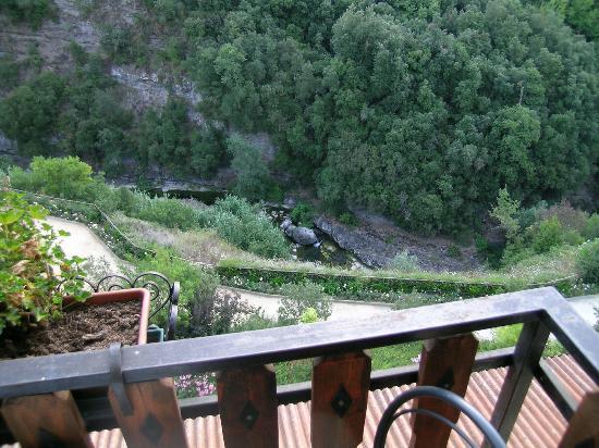 Hotel Lago Bin : Vue de la chambre sur le torrent