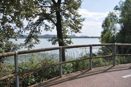 Lake Varese bicycle trail: immagine pista lago