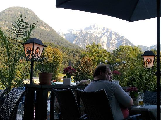 Cafe Am Luitpoldpark: Vue sur les montagnes ...