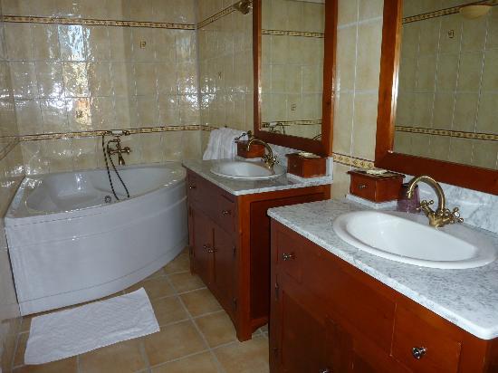 La salle de bain chambre grande marocaine photo de for Salle bain marocaine