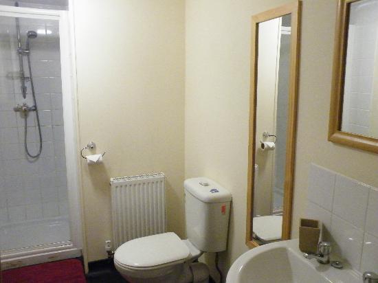 The Star Inn: Bathroom