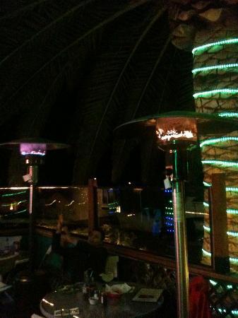 Zorro's Cafe & Cantina: Esterno locale riscaldato, tavoli all'aperto